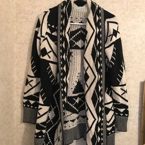 🆕 Beautiful gently loved Maurices aztec Cardigan